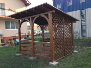 Executam la comanda terase din lemn